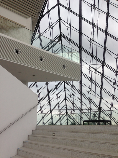 ガラスのピラミッド 内部