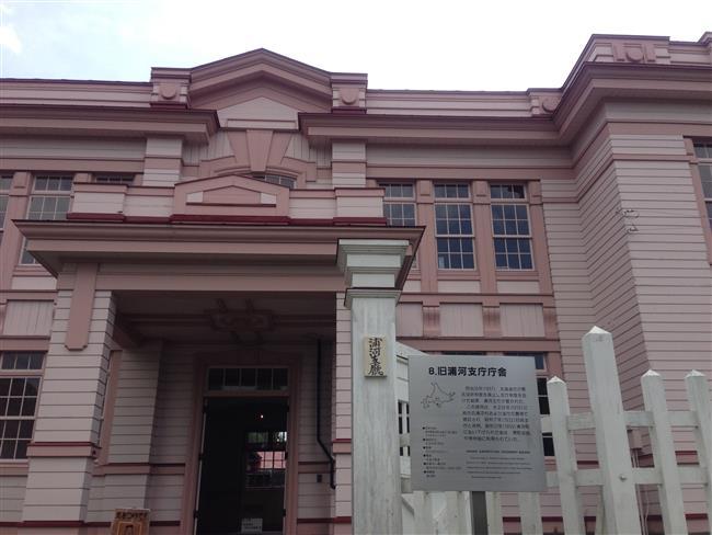 旧浦河市庁舎。可愛らしい色です